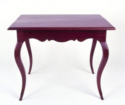 Louisiana walnut pied-de-biche table